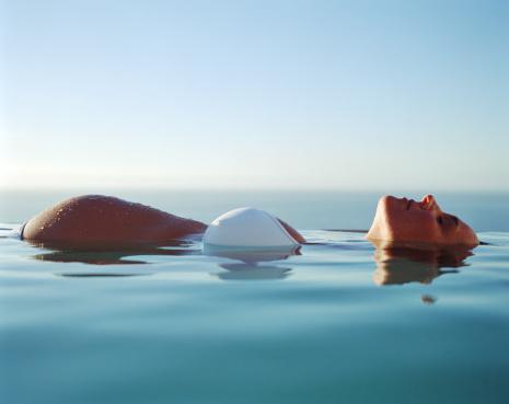 S ances en piscine maria sangeroteo sage femme for Accouchement en piscine
